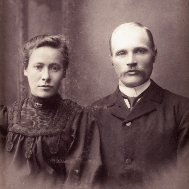 Aletta Sofie Ølversdotter og Torbjørn Johannessen gifter seg 1907.
